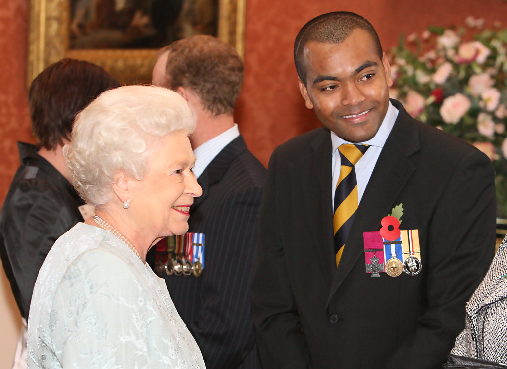 Queen-Elizabeth-II-and-Johnson-Beharry