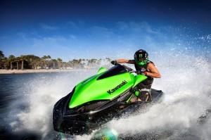 2015_Kawasaki_Jet_Ski_Ultra_310R_action_5.med[1]
